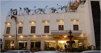 Hotel Taj Resorts 3 Star Luxury hotel in Agra