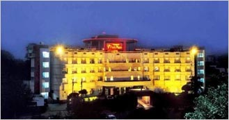 Howard Plaza The Fern  4 Star Luxury hotel in Agra