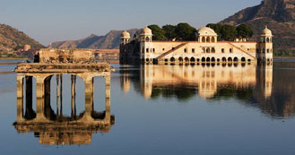 Jaipur just 4 hrs and 30 min drive from Delhi