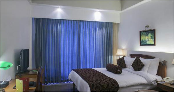 The Manu Maharani Hotel Tour Package