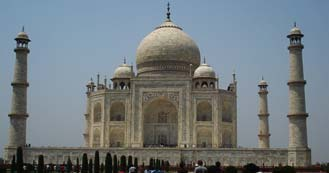 Taj Mahal just 205 Kms from Delhi