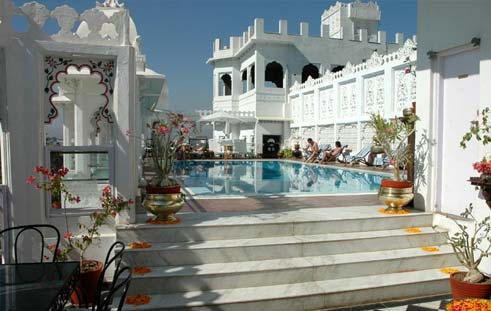 Hotel Udai Kothi offers affordable Udaipur HOliday packages
